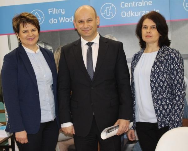 Ewa Śliwińska i Beata Siudzińska (UST-M) z Prezydentem Tomaszowa Mazowieckiego Panem Marcinem Witko